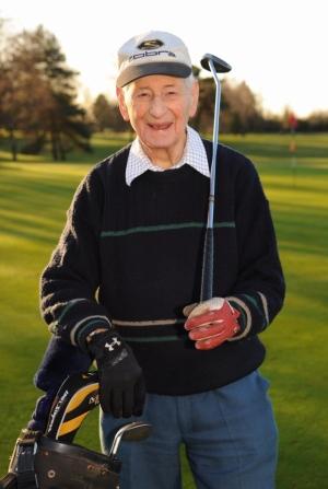 giocatore golf anziano